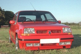 Renault 5 GT Turbo from in front