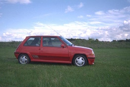 Renault 5 GT Turbo from the side