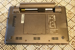 Eee PC 4G (701) - Remove the battery