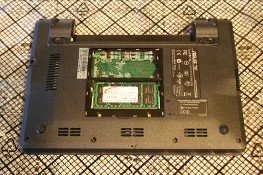 Eee PC 4G (701) - Remove the DIMM cover