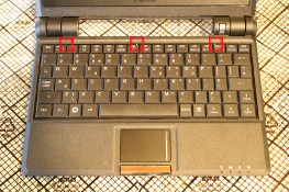 Eee PC 4G (701) - Unclip the keyboard