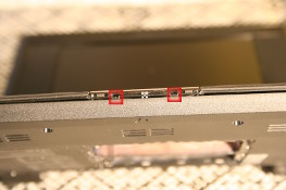 Eee PC 4G (701) - Two plastic clips under trackpad