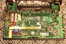 Eee PC 4G (701) - Lift board %26 remove WiFi aerials